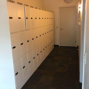 12 rums garderobebokse i rigtig god stand