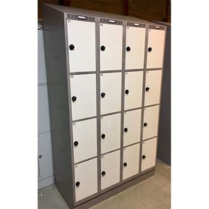 Garderobebokse med 16 rum og strøm