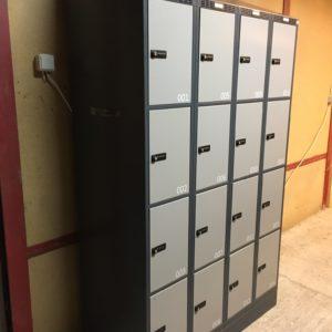 Garderobeboks med strøm og indbygget lås